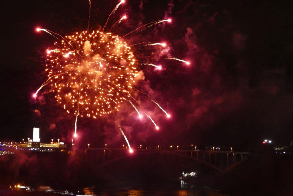 Feuerwerk Niagarafalls 2