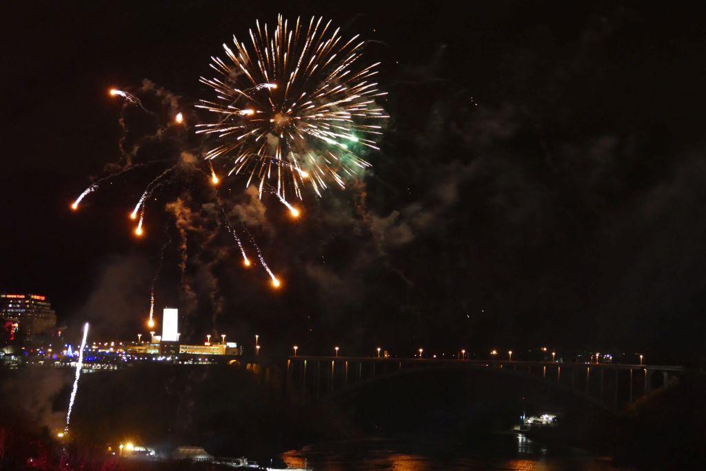 Feuerwerk Niagarafalls 3
