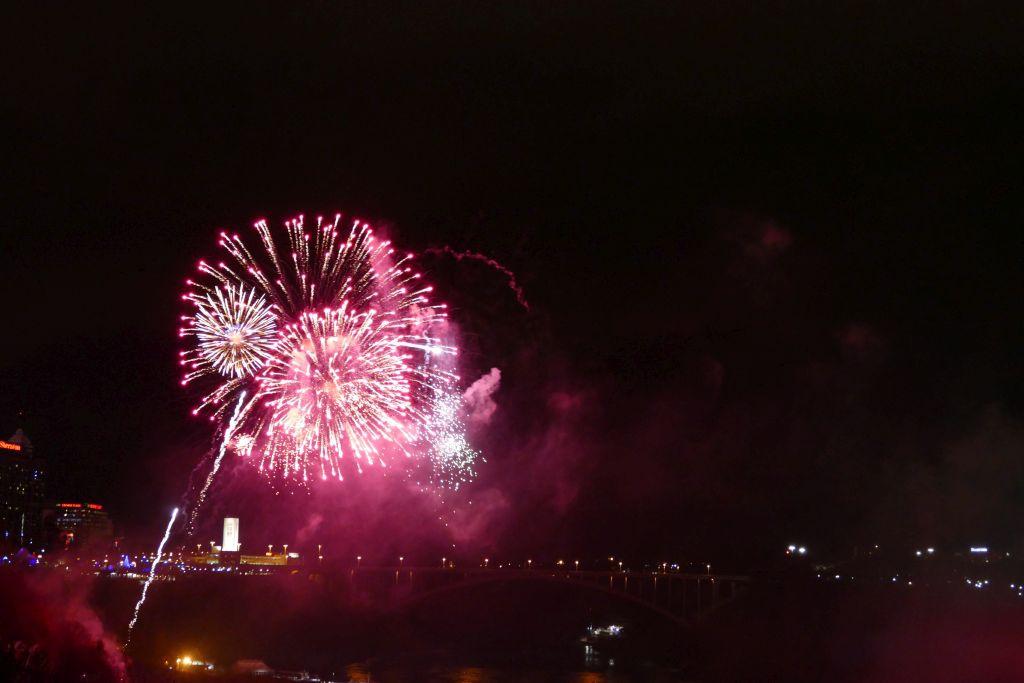 Feuerwerk Niagarafalls 4