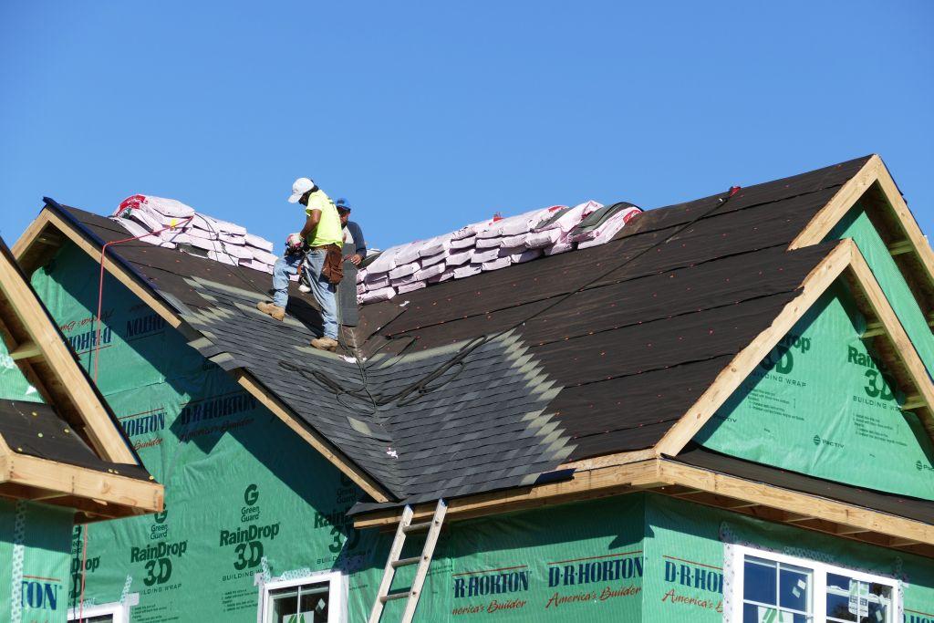Dachdeckung mit Dachpappenschindeln