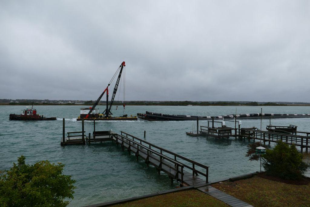 Frachtverkehr vor dem Bootshaus 1