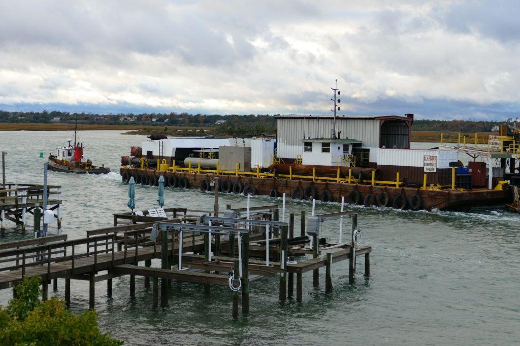 Frachtverkehr vor dem Bootshaus 2