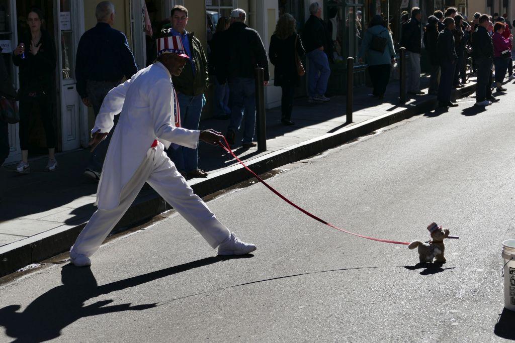 Der rennt seinem Hund nach