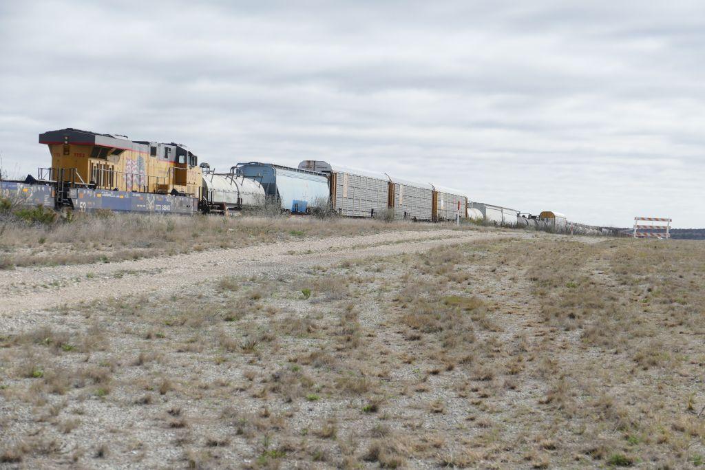 Zug mit 480 Achsen und Lok im Zwischendienst.jpg