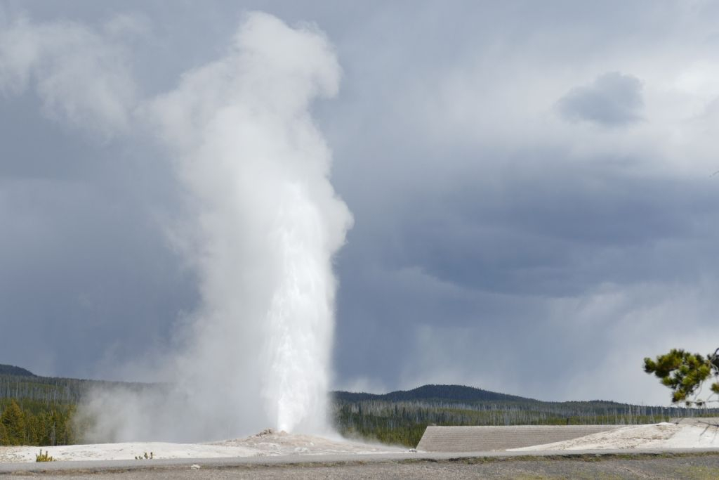 Old Faithful 2.jpg