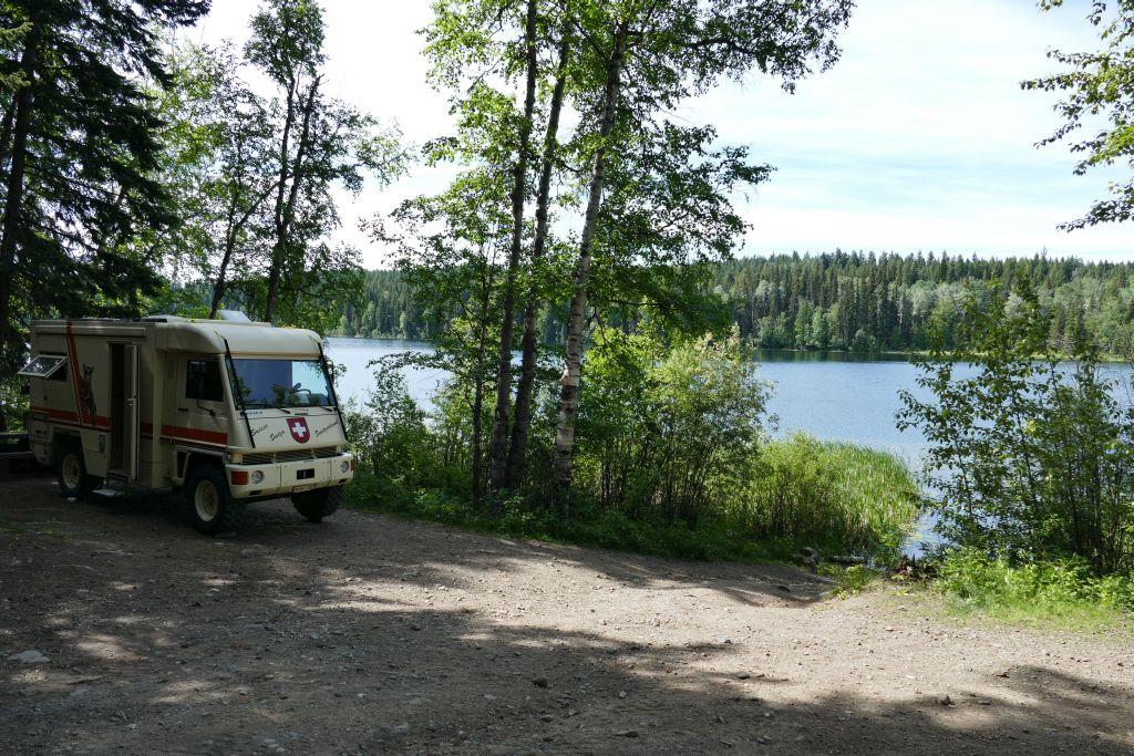 Free Dorsey Lake, N 52° 27.536'  W 121° 47.910'