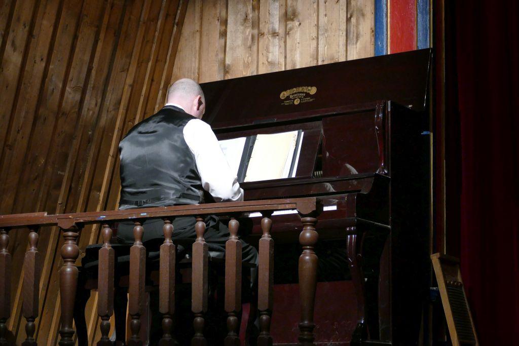 Pianist im Theater