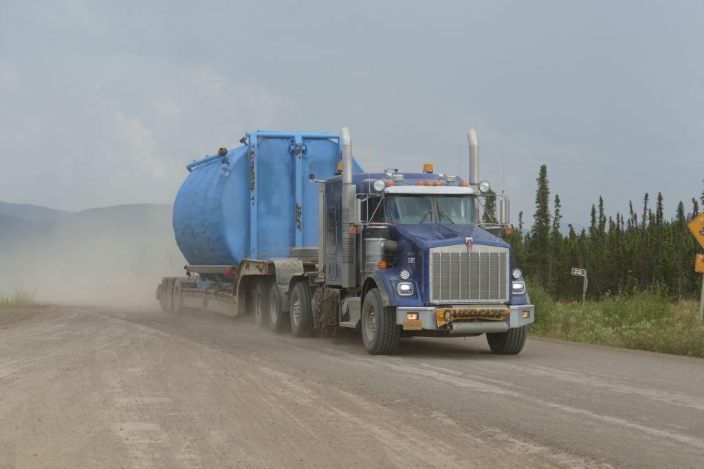 Lastwagen auf dem Dalton 1