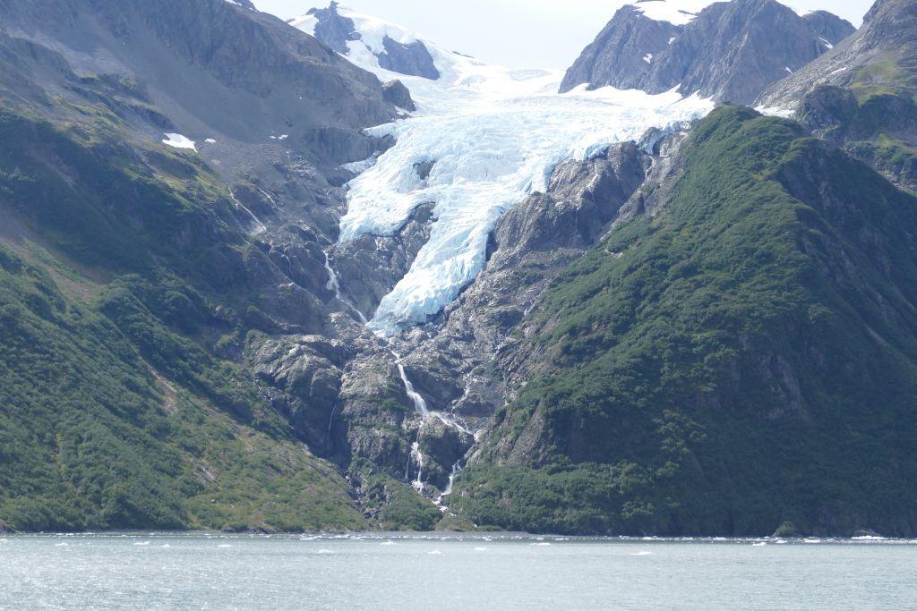 Gletscher mit Wasserfall