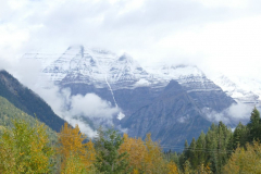 Mt Robson in Wolken 1
