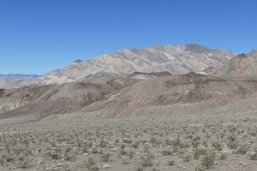 Berge am Rand von Death Valley 7