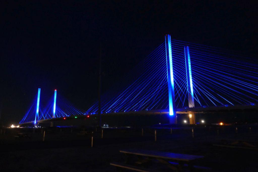 Beleuchtete Brücke in Delaware