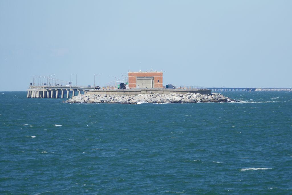 Chesapeake Bay Tunnelausfahrt und weiter auf Brücke