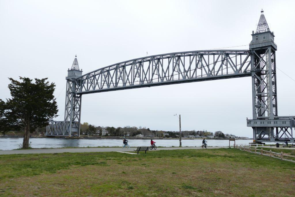Eisenbahnbrücke aufgezogen
