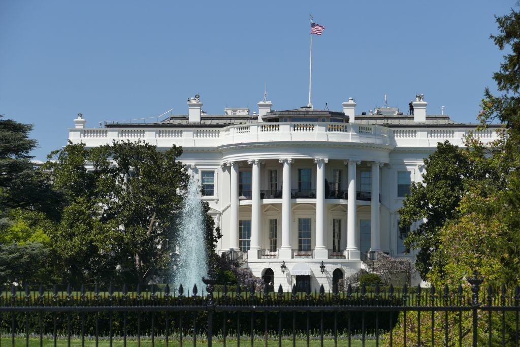 Weisses Haus hinten