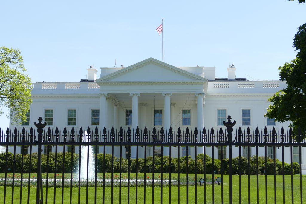 Weisses Haus vorne