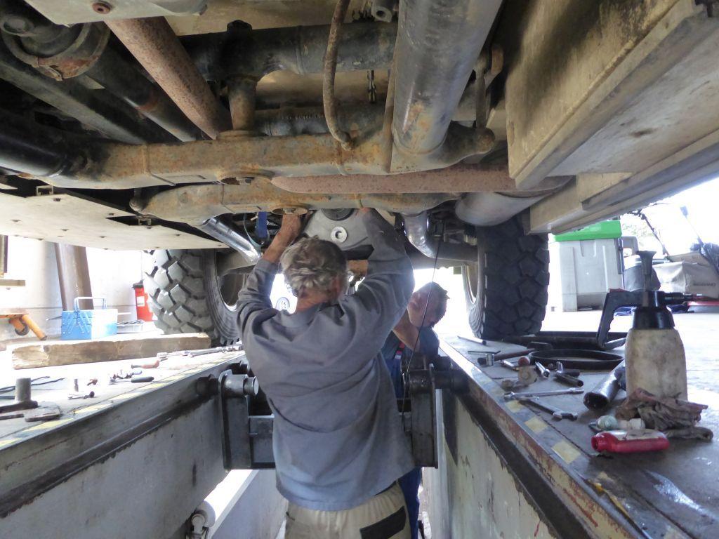 Neumontage mit Hilfe des Arbeiters