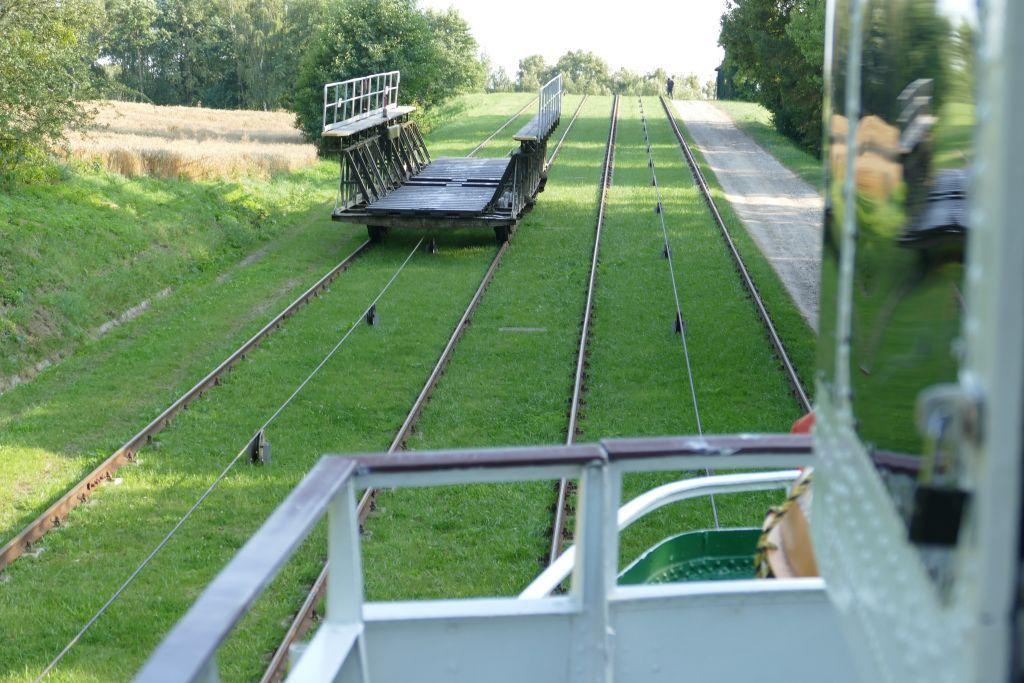 Schienenwagen Abwärts ist leer