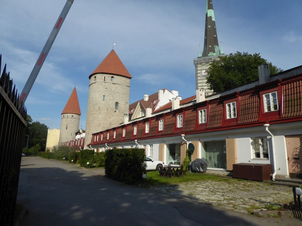 Stadtmauer mit Wohnungen