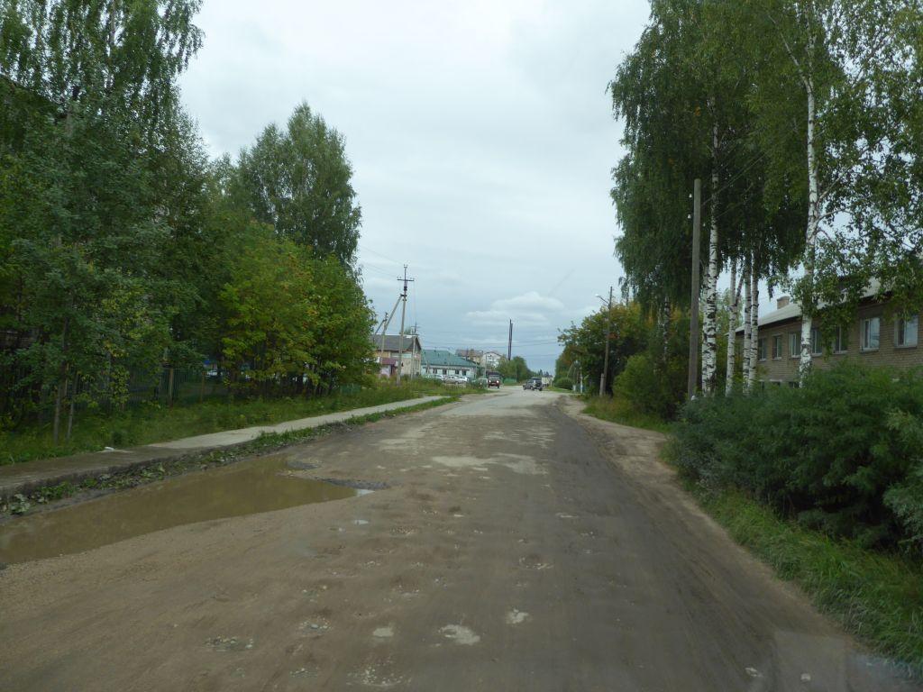 Durchfahrt in einem Dorf an der Hauptstrasse