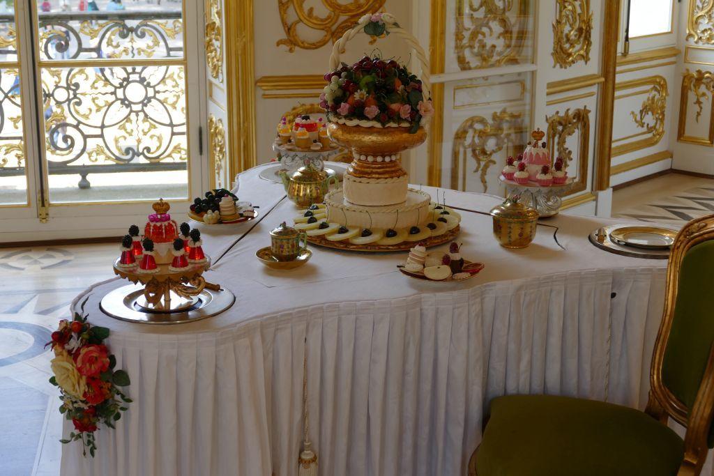 Speisesaal mit 4 kleinen Tischen