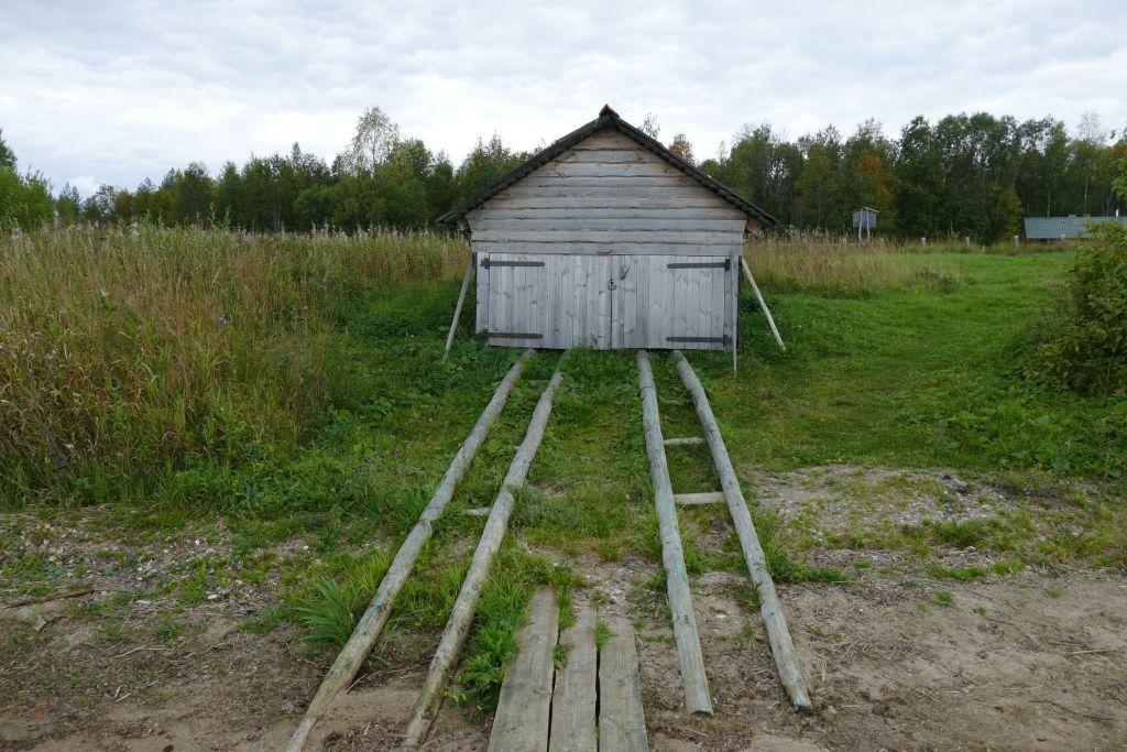 Bootshaus mit Rollbahn