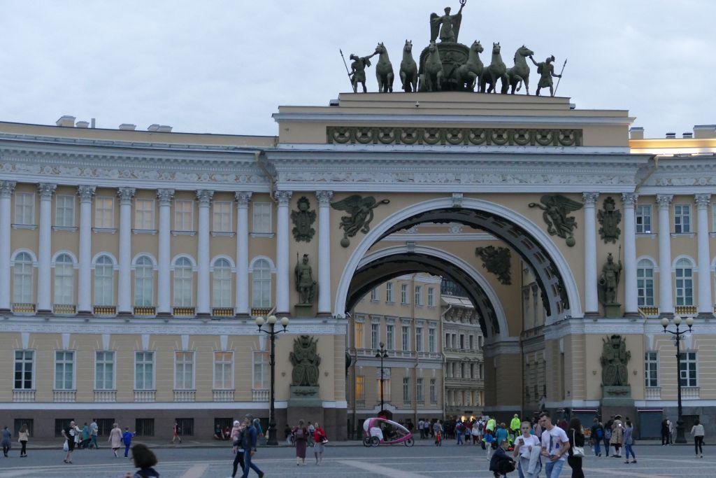 Durchgang von Palastplatz