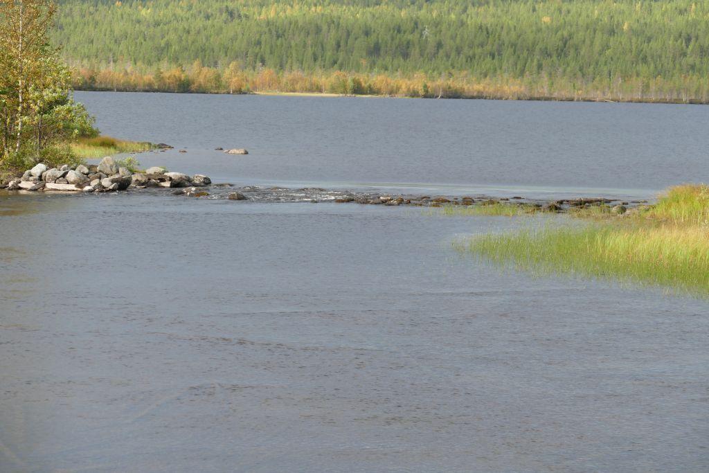 Grenze zwischen See und Fluss Durchfahrt auf der rechten Seite